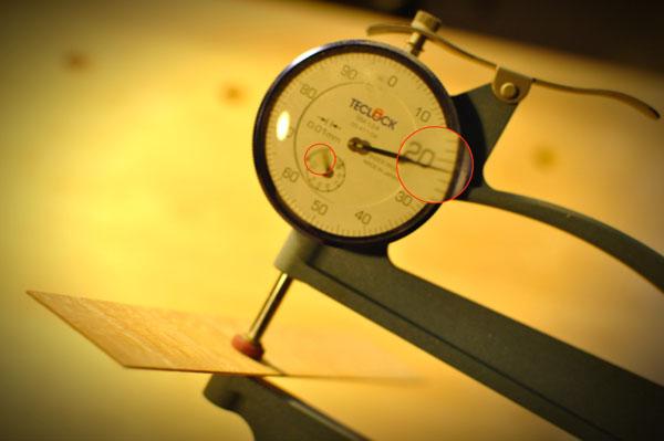 横板の厚みを計測