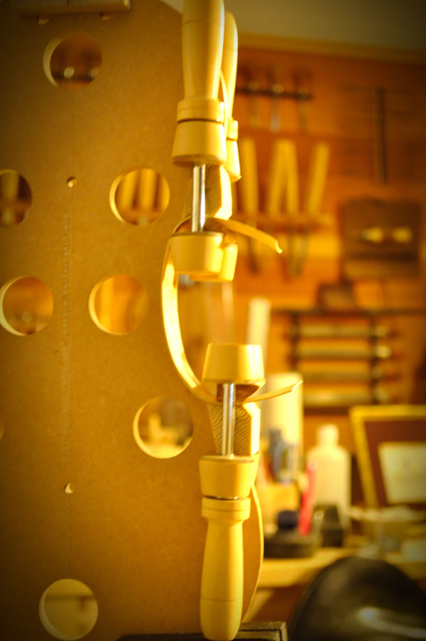 ヴァイオリン横板の接着
