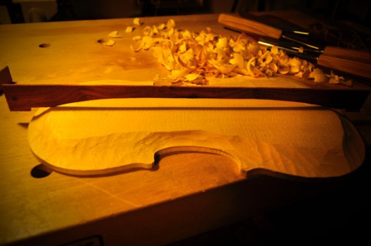 今後はテンプレートが当たっている部分を削り落としながら縦のアーチを作ってゆきます