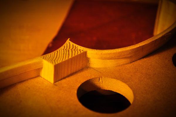 ブロック材にライニングが組み入れられている様子。ブロック材は型を外す際に整形します