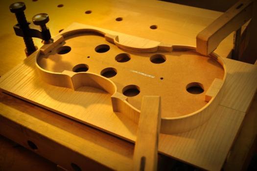 リブと板の中心を合わせしっかりと固定