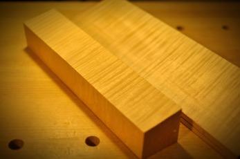 ネック材とマッチする裏板材