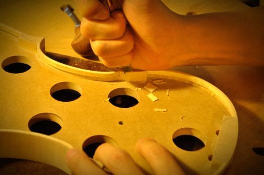 少し削っては木口を切断するという繰り返しで注意散漫になりがちですが、神は細部に宿ります